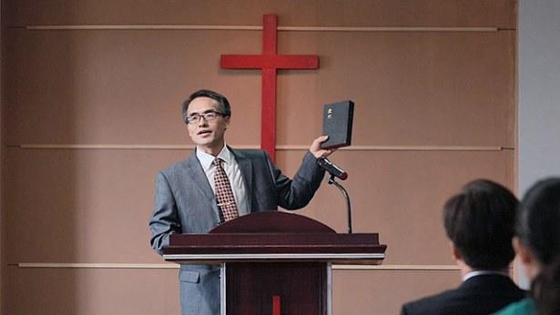 2. העולם הדתי מאמין שכל כתבי הקודש נכתבו בהשראה אלוהית, ושהם כולם דברי האל. איזו הבחנה צריכה להיות לנו לגבי הצהרה זו?