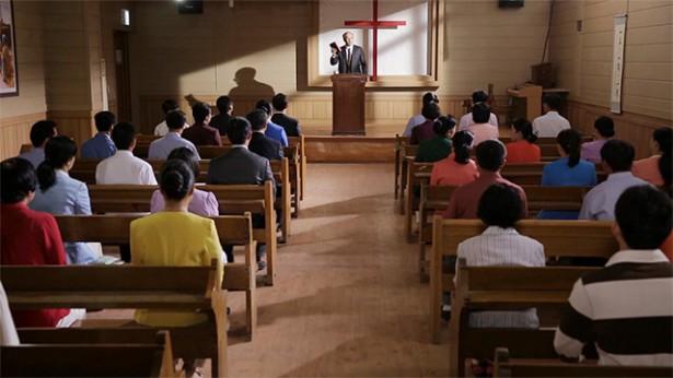 2. מדוע נאמר שכמרים ובכירים דתיים צועדים כולם בדרכם של הפרושים? מהי מהותם?